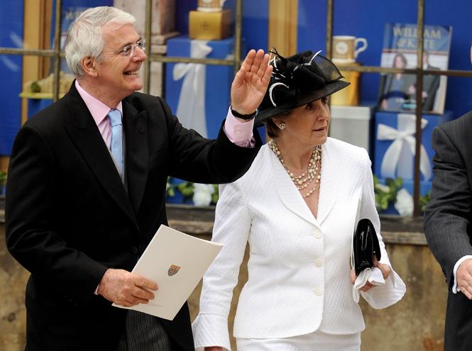 Фото №7 - Свадебный королевский этикет: что можно и чего нельзя делать на бракосочетании Гарри и Меган