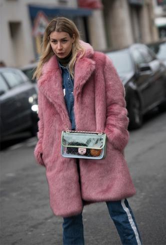 Фото №7 - 10 лучших прозрачных сумок сезона (и как их носить)