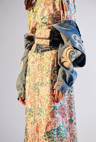 Фото №4 - Базовый гардероб парижанки: самые модные вещи Sandro для весны и лета 2020