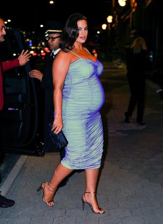 Фото №2 - Опасная высота: беременные звезды на высоких каблуках