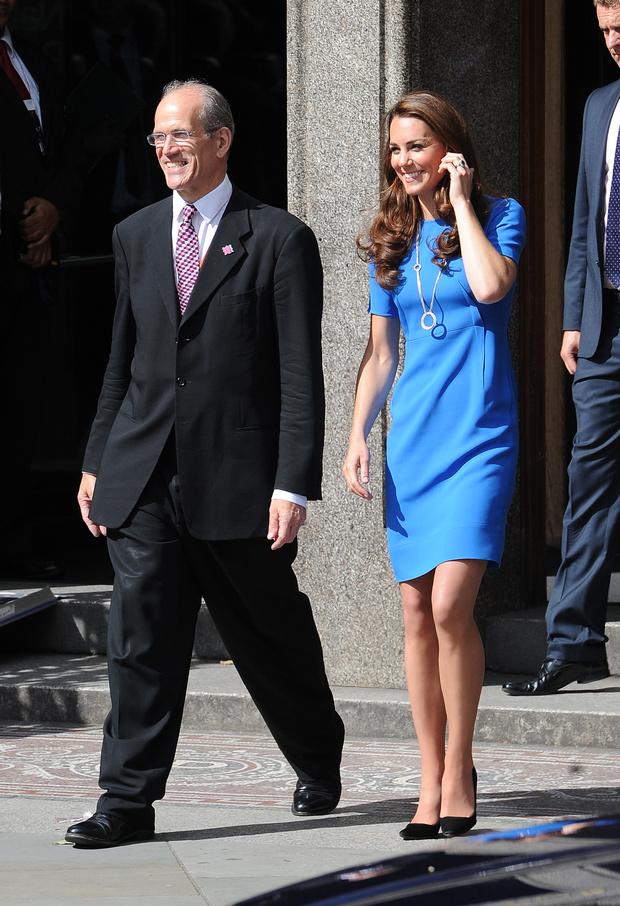 Фото №3 - Самое любимое платье в гардеробе Кейт Миддлтон. Она выходит в нем в свет в шестой раз