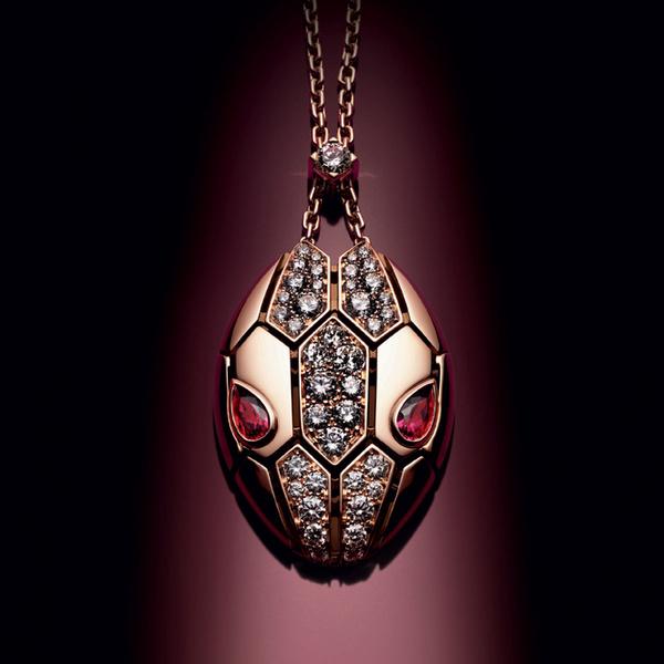 Фото №9 - Глаза змеи: новая ювелирная коллекция Bulgari