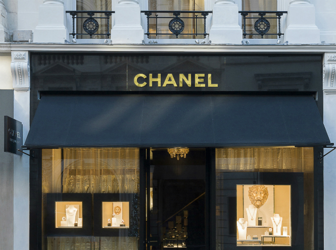 Фото №1 - В Лондоне открылся новый бутик CHANEL