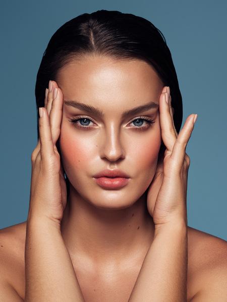 Фото №1 - Не потерять лицо: как определиться с оттенком косметики для бровей