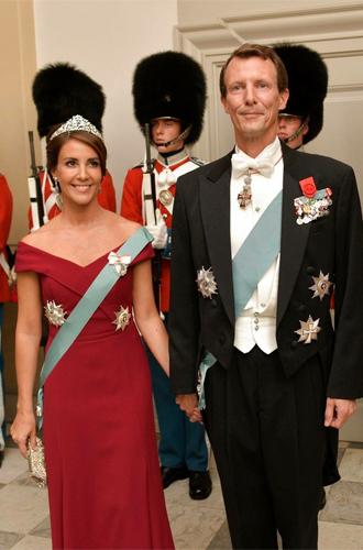 Фото №9 - Королевский статус Эммануэля (и Брижит) Макрон