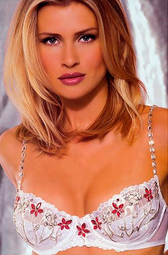 Фото №6 - Полцарства за бюстгальтер: как выглядят все драгоценные Fantasy Bra Victoria's Secret
