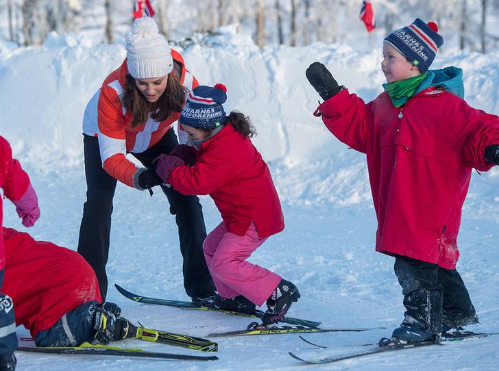 Фото №2 - Это семейное: принц Джордж встал на горные лыжи