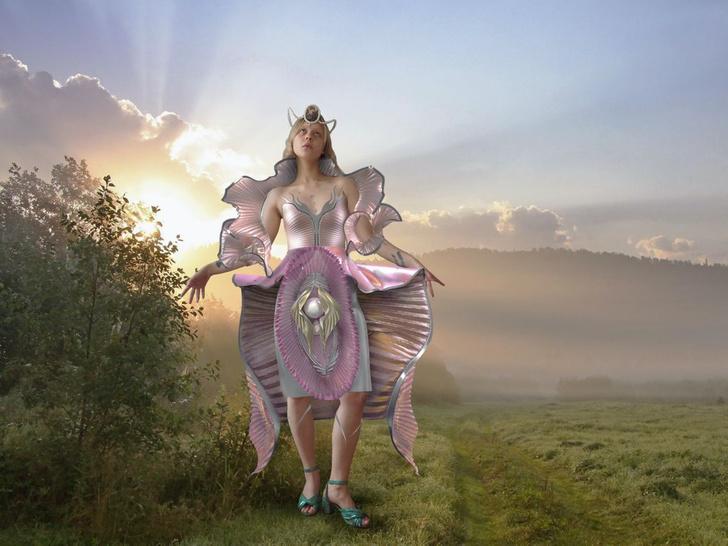 Фото №1 - Манифест о женском теле: digital-платье от Libresse и Полины Осиповой как новый способ раскрыть себя