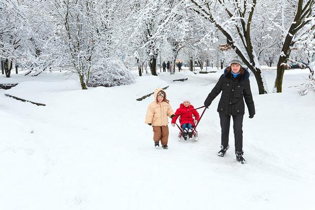 Фото №2 - Не дай себе замерзнуть: 10 игр с ребенком на улице в холодное время года