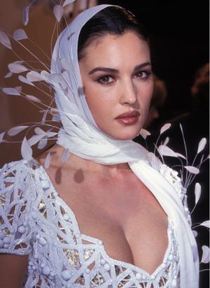Фото №3 - Богиня красоты: 20 фото юной Моники Беллуччи, в которую невозможно не влюбиться
