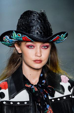 Фото №11 - New pink: 5 трендов «розового» макияжа, которые хочется повторить