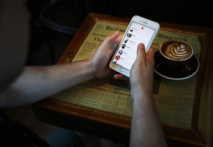 Фото №1 - Tinder введет кнопку вызова полиции, на случай если свидание пойдет не так
