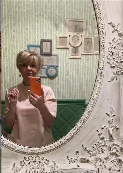 Фото №1 - «Как в музее!»: Юлия Меньшова показала как выглядит ее квартира после ремонта
