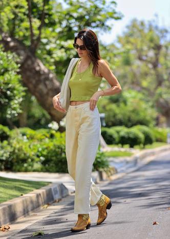 Фото №1 - Какие джинсы должны быть в гардеробе у каждой этим летом? Модная подсказка от Кендалл Дженнер