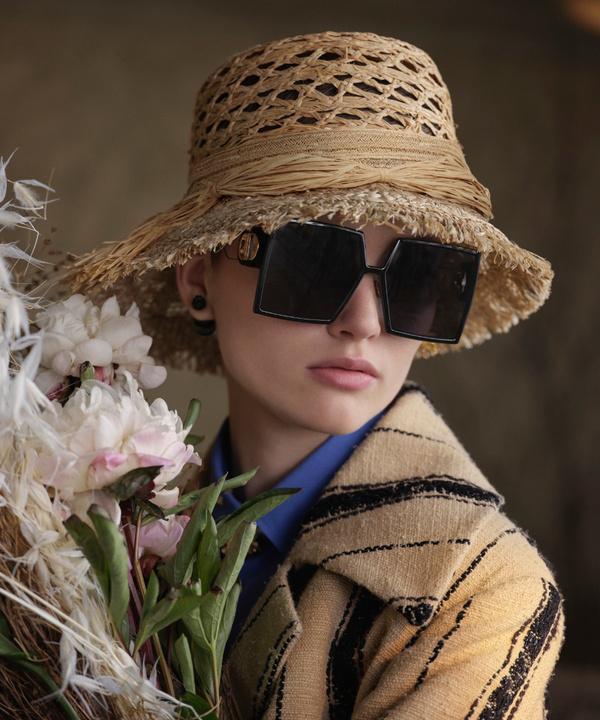 Аксессуар на лето: солнцезащитные очки Dior Montaigne 30