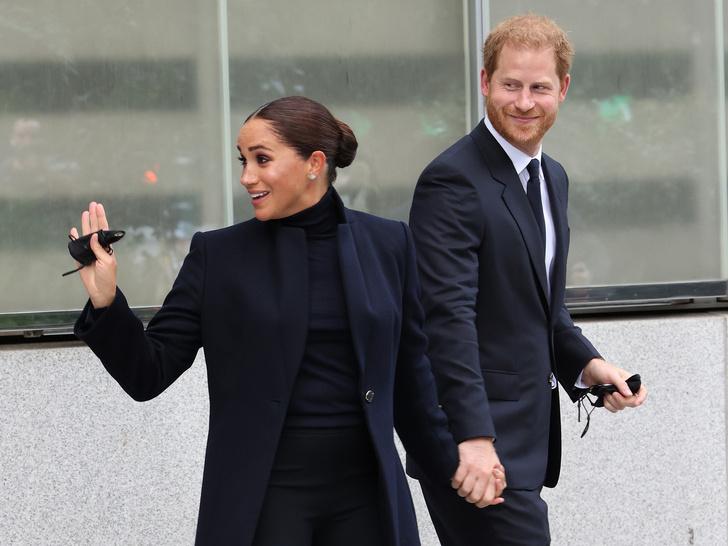 Фото №1 - «Новая» Меган: первый (и очень серьезный) выход герцогини после вторых родов