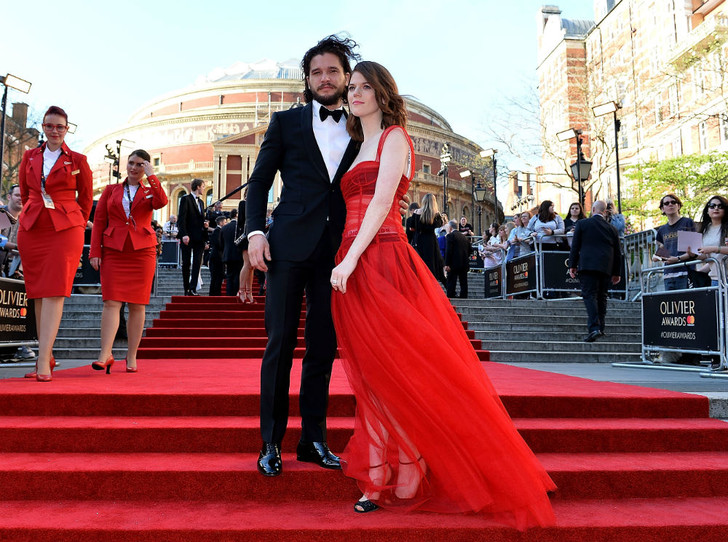 Фото №2 - Аристократичный союз: Кит Харингтон и Лесли Роуз помолвлены