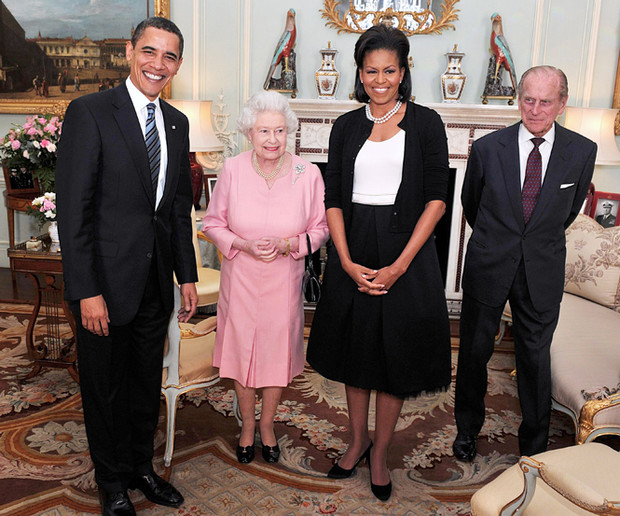 Фото №2 - Мишель Обама наконец-то призналась, зачем обняла Елизавету II