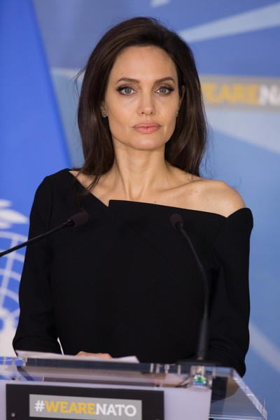 Фото №7 - Все ее трещинки: как на самом деле выглядит вблизи Анджелина Джоли