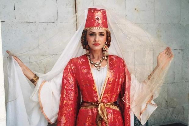 Хюррем 1997 года: как сейчас выглядит звезда сериала «Роксолана»