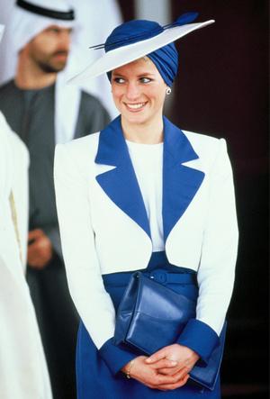 Фото №3 - Королевский тренд: платья в стиле color-blocking от первых британских модниц
