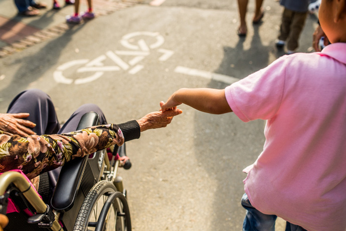 Volunteering: how to help without strain and with joy?