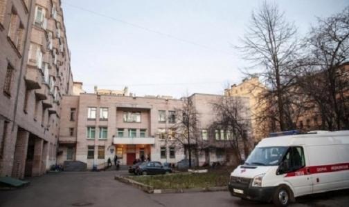 Фото №1 - После возмущения петербуржцев власти приостановили переезд Детской поликлиники №44