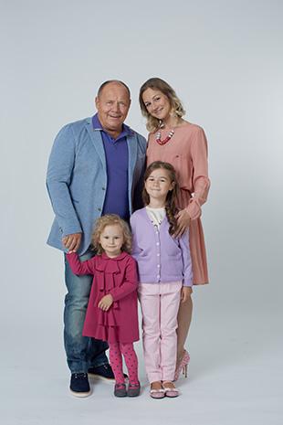 Фото №3 - Алексей Маклаков: «Младшая дочь родилась в Испании, поэтому у нее двойное имя»