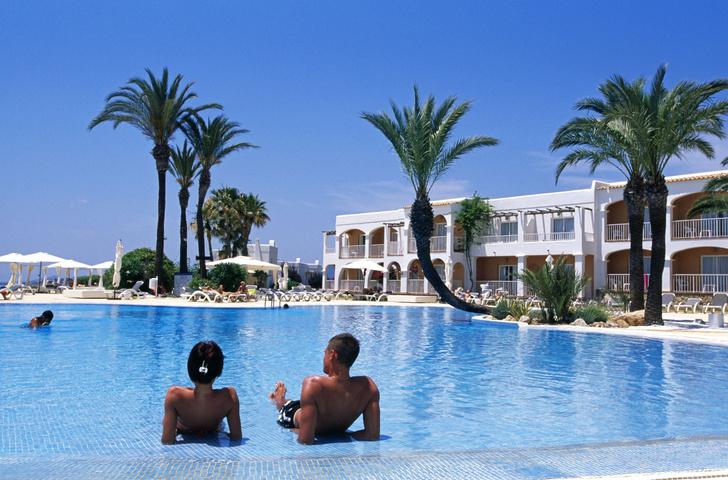 Фото №1 - Отели Ибицы и Мальорки останутся без бесплатного алкоголя