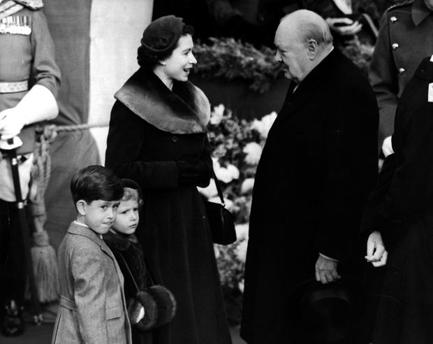 Фото №1 - Почему Уинстон Черчилль не хотел, чтобы Елизавета стала королевой