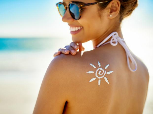 Фото №1 - Beauty-обзор лучших солнцезащитных средств для летней косметички