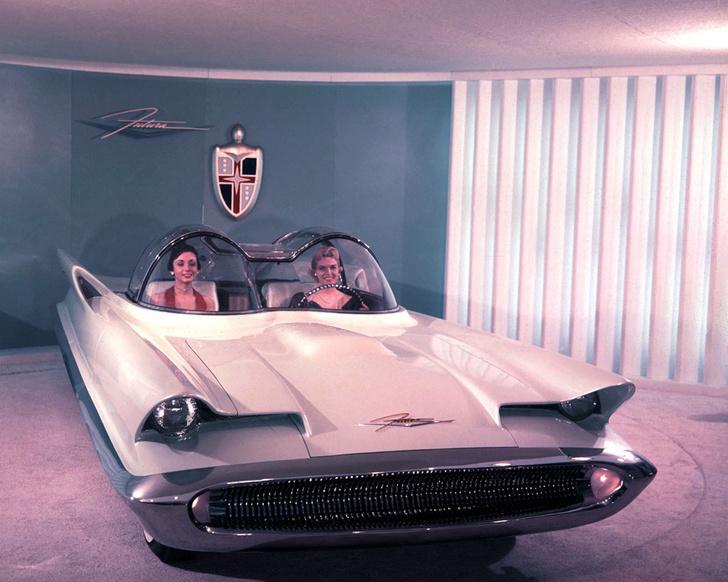 Разработка концепт-кара Lincoln Futura обошлась в четверть миллиона долларов. И это по ценам 50-х. По сегодняшнему курсу это $2,5 миллиона!