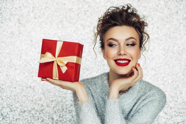 Оригинальные интерсные подарки на новый год 2021 новогодние для мужчин дешево недорого бюджетные