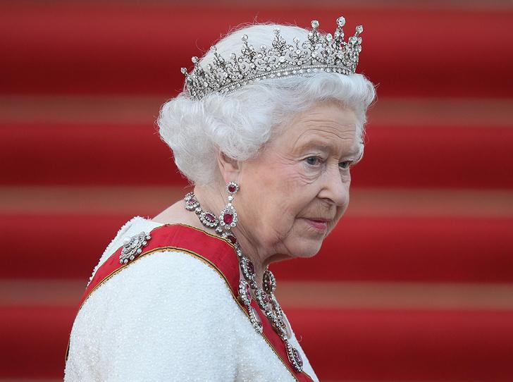 Фото №1 - Королева Елизавета II приболела