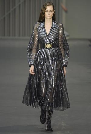Фото №64 - Полный гид по самым модным платьям для холодного сезона 2018-19