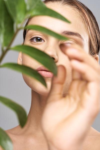 Фото №2 - Шея индейки: как справиться с проблемой обвисания кожи
