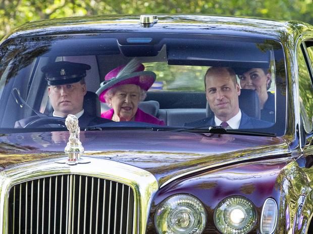 Фото №2 - Ради счастья внука: в чем Королеве пришлось уступить Уильяму после его свадьбы с Кейт