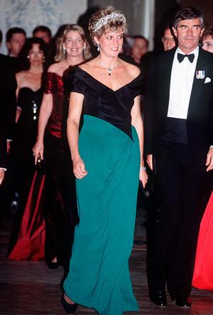 Фото №2 - Королевский тренд: платья в стиле color-blocking от первых британских модниц