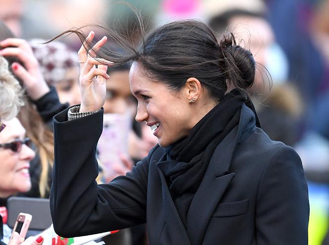 Фото №9 - С подтекстом: почему каждая вещь в наряде Меган Маркл в Уэльсе – это модное заявление будущей герцогини