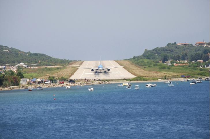 Фото №9 - Приготовьтесь к посадке: 18 cамых опасных аэропортов мира