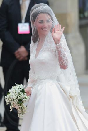 Фото №3 - Вдохновение для герцогини: чье свадебное платье скопировала Кейт Миддлтон