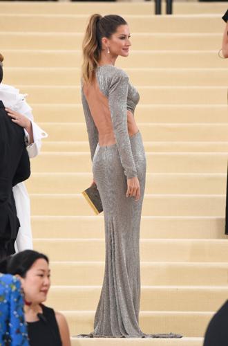 Фото №18 - Не смогли: звезды, не осилившие дресс-код MET Gala 2017