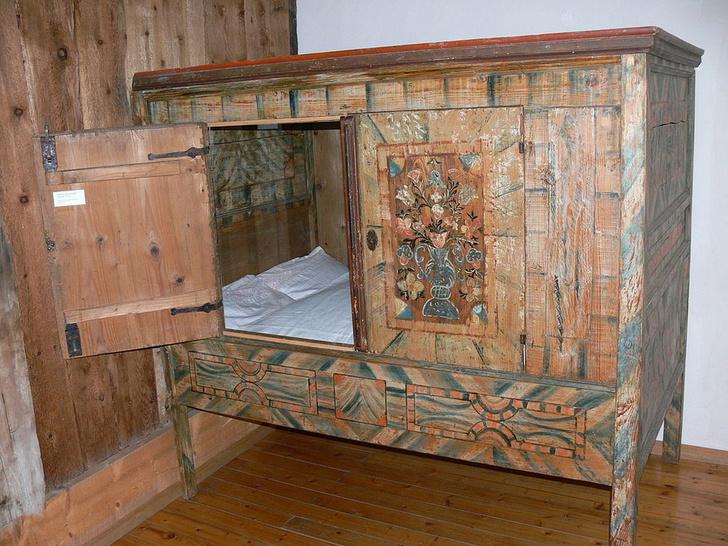 Фото №1 - Открытие дня: средневековые люди спали в кроватях-коробках