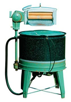 Фото №1 - Кто изобрел стиральную машину?