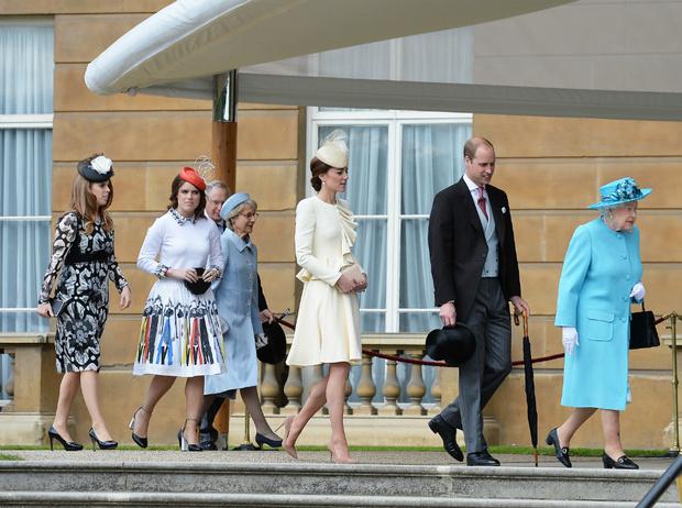 Фото №2 - Чужие люди: почему Кейт так и не подружилась с принцессами Беатрис и Евгенией