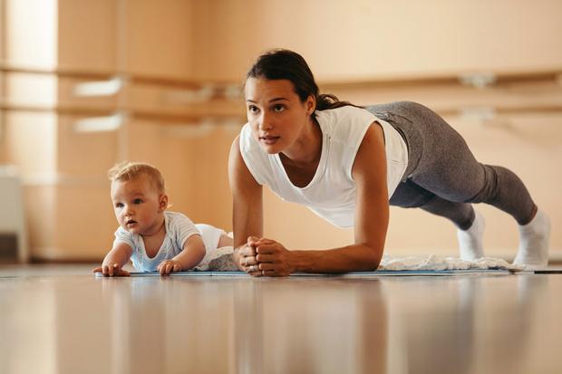 Фото №1 - Почему не получается похудеть после родов: 7 главных причин