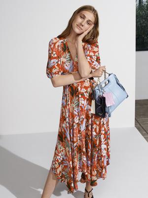 Фото №2 - Женственные и элегантные: лучшие наряды с платочным принтом в новой коллекции Maje