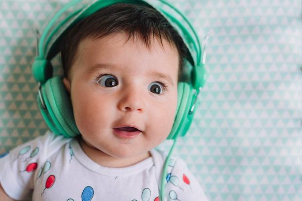 как проверить слышит ли новорожденный