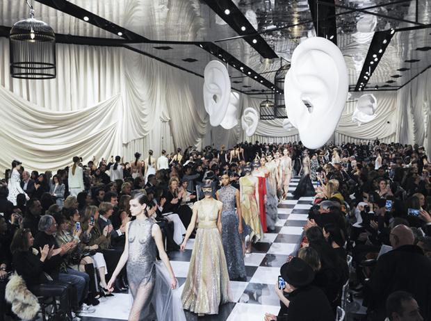 Фото №2 - Сюрреализм в масках: Dior Haute Couture SS18