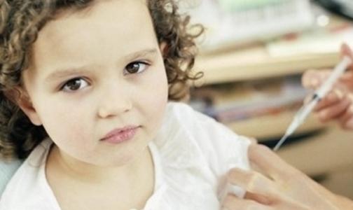 Фото №1 - Обязательная вакцинация петербургских детей от кори отменена, но не для всех